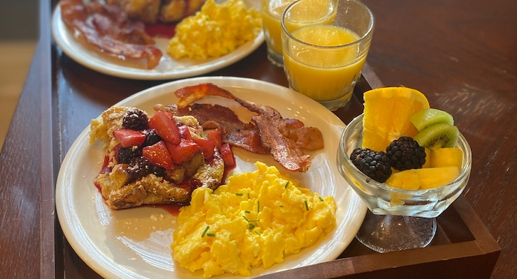 A plate of the best breakfast for lodging near JMU.